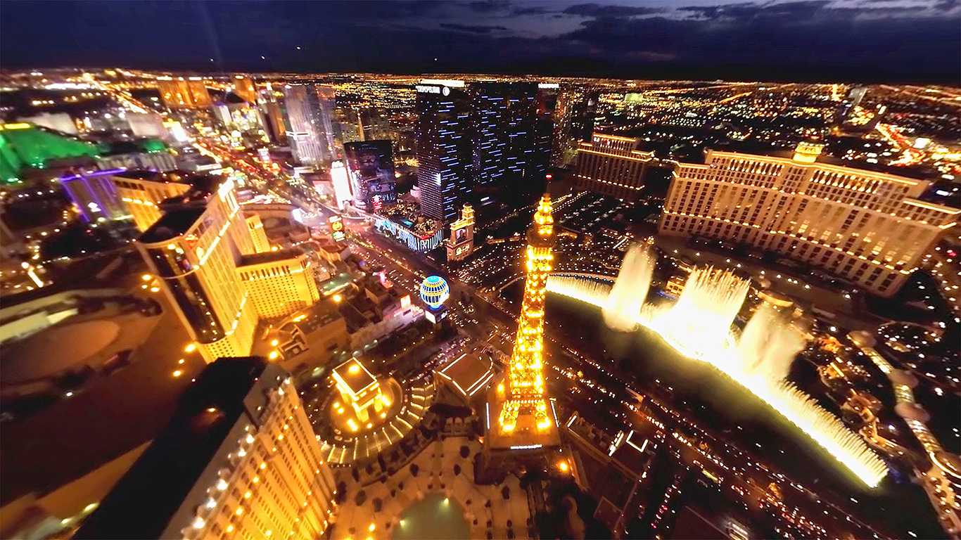 Real Helicopter Flight over Las Vegas  - Close to the Strip