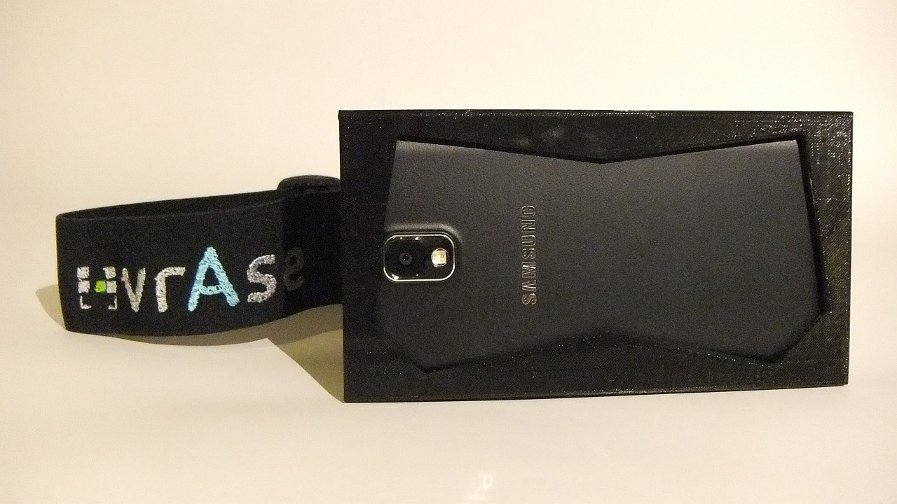 Samsung Galaxy Note 3 dentro del prototipo de vrAse