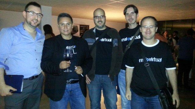 Manuel Gutierrez Novelo con el equipo de Real o Virtual